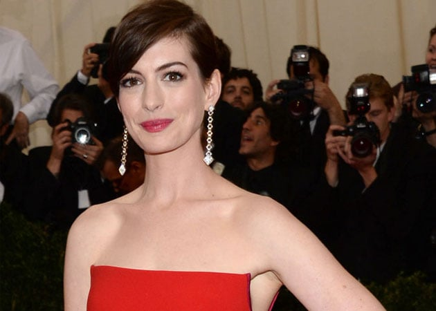 Anne Hathaway Debuts Baby Bump on Shopping Expedition