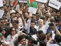 Slamming 'Selective Outrage', Anupam Kher Leads March Against 'Intolerance' Protests