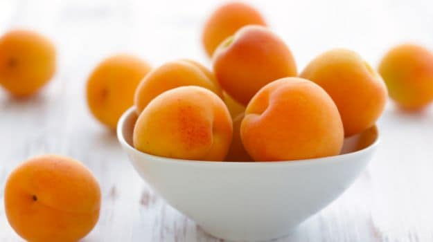 8 Amazing Apricot Benefits: The Nutritional Heavyweight Among Fruits