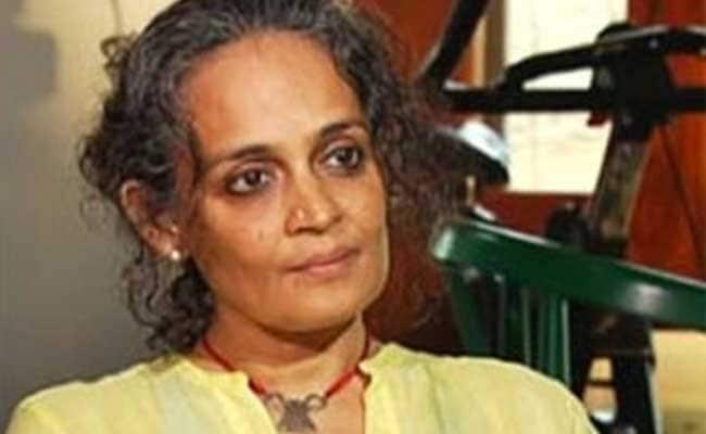 परेश रावल के 'जीप से बांधने' वाले ट्वीट पर अरुंधती राय ने दिया यह जवाब