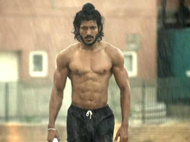 Here's Why Farhan Featured in Bhaag Milkha Bhaag Instead of Ranveer Singh