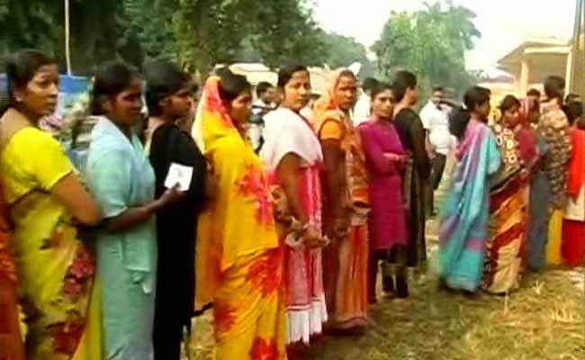 बिहार विधानसभा चुनाव : महिलाएं मतदान में लगातार पुरुषों को पछाड़ रहीं, चार चुनाव में 17 फीसदी बढ़ा वोट