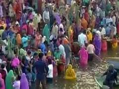 बिहार में छठ के दौरान दो लड़कों को डूबने से बचाया गया, एक लड़की डूब गयी