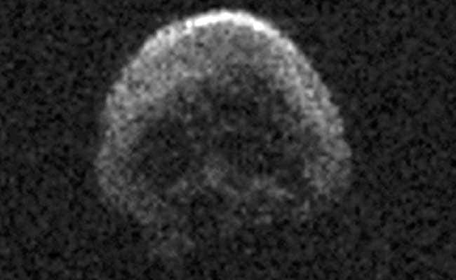 Skull-Faced 'Dead' Comet Skims Past Earth on Halloween