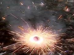 नोएडा में लाखों रुपये के पटाखे सहित दुकानदार गिरफ्तार