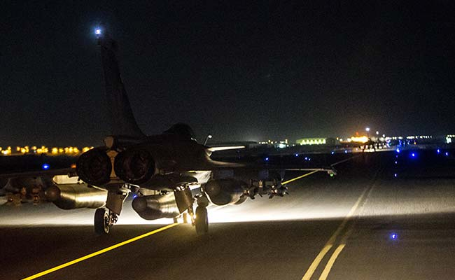 France Launches Fierce Assault on ISIS Targets in Syria in Coordination With the US