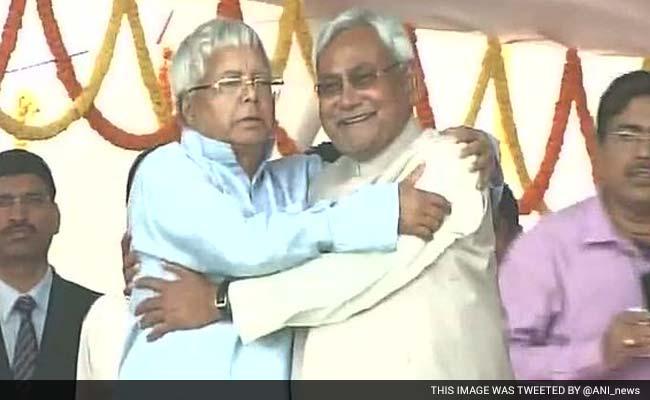 बिहार में पांचवीं बार नीतीश सरकार, लालू के बेटों समेत 28 मंत्रियों ने ली शपथ