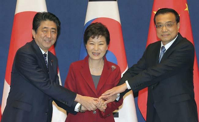 Chinese Premier Li Keqiang Calls for Boosting China-Japan Ties