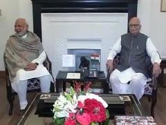 PM Modi Tweets Birthday Wishes to LK Advani, Calls Him 'Best Teacher'
