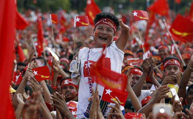 Thousands of Myanmar's Suu Kyi Supporters Stage Huge Pre-election Rally
