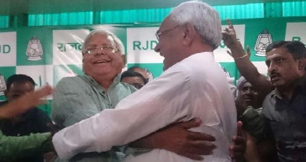 नीतीश ने बिहार में 'लालटेन के दिन खत्म होने' को लेकर राजद पर कसा तंज तो लालू ने Tweet कर कही यह बात...