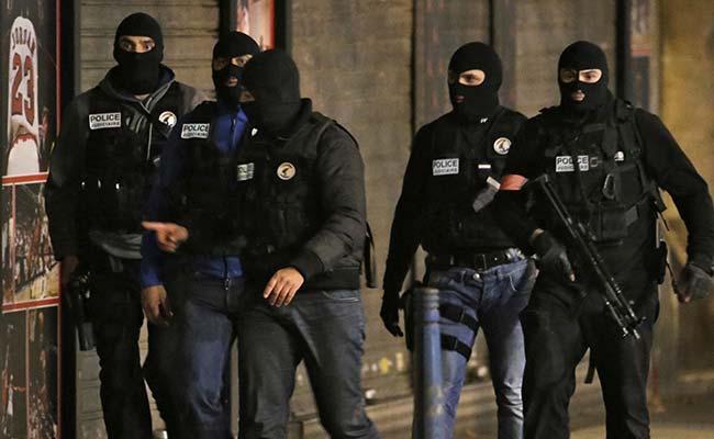 पेरिस हमले के बाद मारे गए छापे के दौरान महिला ने खुद को उड़ाया, 10 खास बातें
