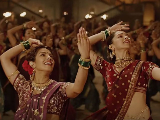 Have You Seen Deepika Padukone, Priyanka Chopra's Pinga Dance-Off Yet?