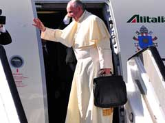 Huge Crowds Cheer as Pope Francis Arrives in Uganda on Africa Tour