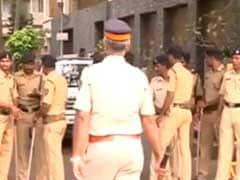 असहिष्णुता पर बयान के बाद आमिर खान के घर के बाहर हिंदू सेना का प्रदर्शन