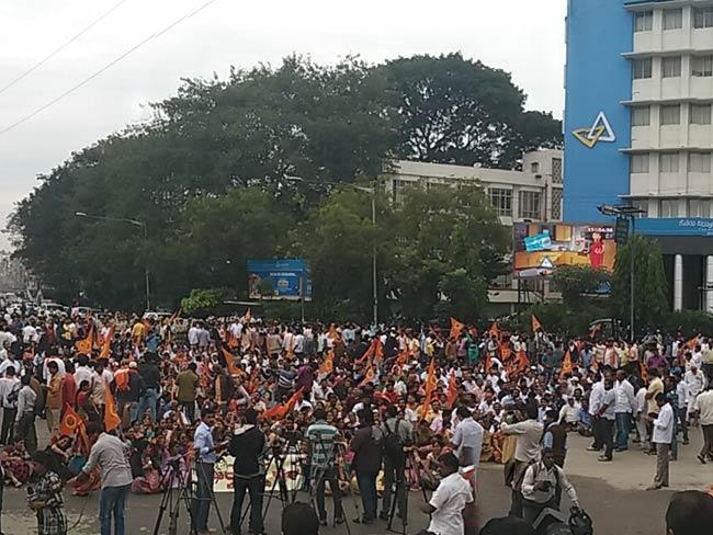कर्नाटक : टीपू सुल्तान जयंती के विरोध में वीएचपी के बंद का आंशिक असर