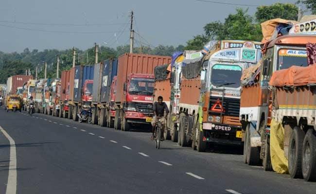 दूसरे दिन भी ट्रकों से नहीं वसूला गया ग्रीन टैक्स, एनडीटीवी की ग्राउंड रिपोर्ट
