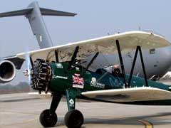 विंटेज प्लेन से दुनिया नापने निकली महिला पायलट