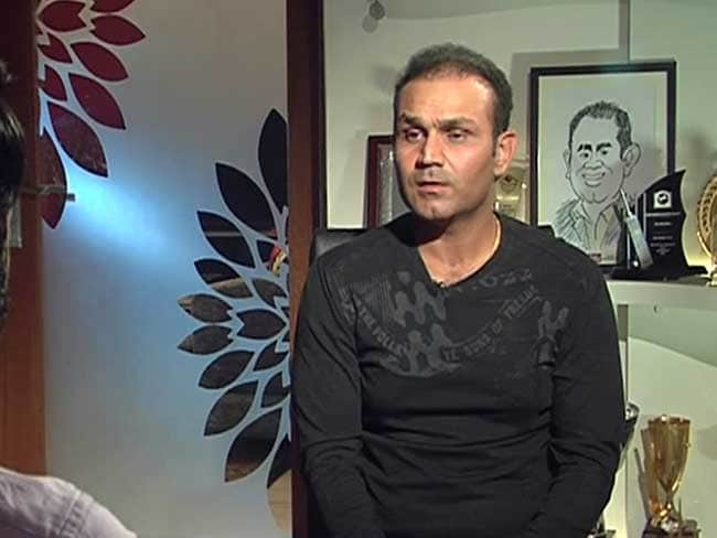 आईपीएल 10 : ऐसी दीवानगी कि थियेटर में भी क्रिकेट देखने का मौका तलाशा वीरेंद्र सहवाग ने...