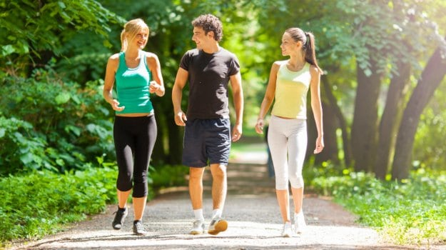 Can A 15-Minute Stroll After Dinner Help In Weight Loss? Here is the Answer