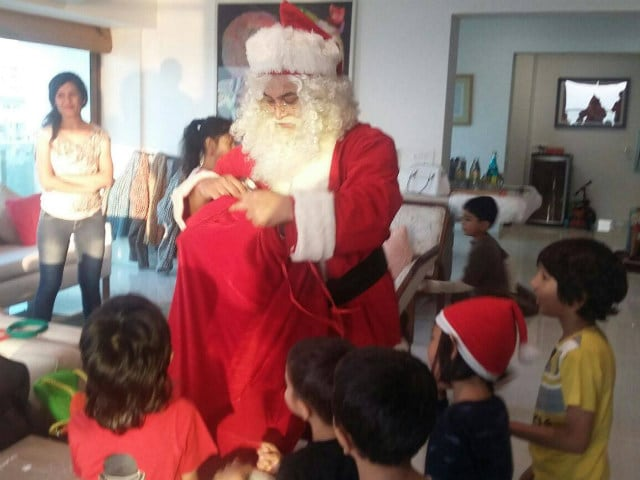 Aamir Khan Turned Santa for Son Azad and His Friends on Christmas
