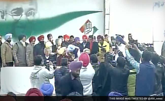 पंजाब में अकाली दल के 34, 'आप' के 21 नेता कांग्रेस में शामिल