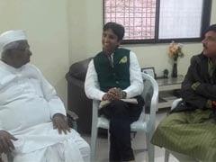 AAP Leaders Brief Anna Hazare on Janlokpal Bill Tabled in Delhi