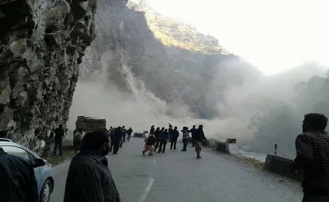Rohtang Pass Still Off Limits, Taxi Unions On Strike, Tourists Suffer In Manali