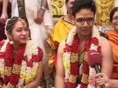 चेन्नई में शादियों की भी बाढ़, दूल्हे को नाव पर मंडप तक लाया गया