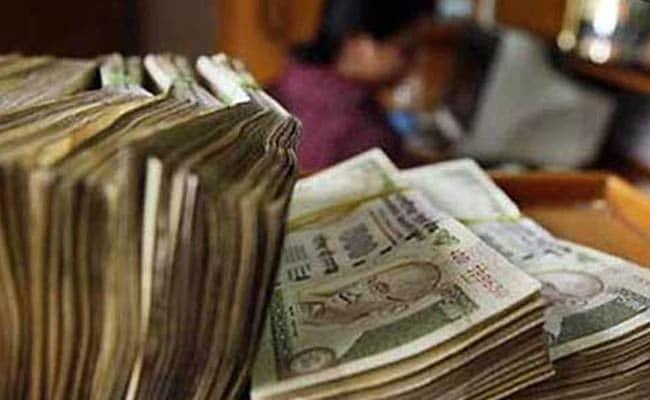 जन धन खातों में अचानक जमा राशि बढ़ने पर सरकार की नजर
