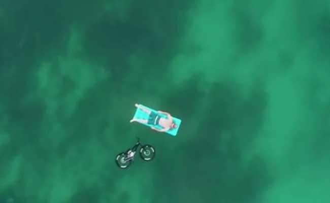 हवा में साइकिल चलाना कोई हवाई बात नहीं है...यकीन न हो तो देखिए ये वीडियो