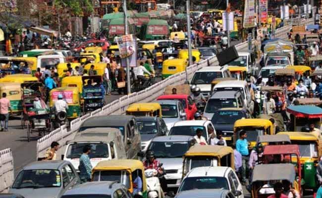 ...तो दिल्ली में सभी प्राइवेट गाड़ियों पर लग सकता है बैन, 1 नवंबर से निर्माण कार्य पर भी रोक