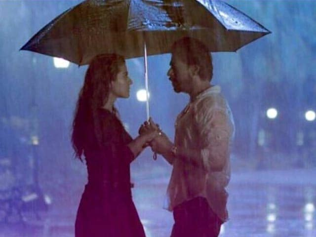 Shah Rukh Khan, Kajol's Aashiqui Under the Umbrella in Dilwale Song