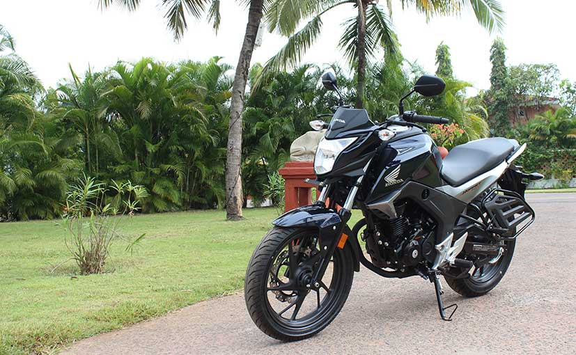 The CB Hornet 160R returns a fuel efficiency of 50 kmpl while top speed is 110 kmph