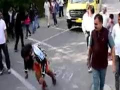 जब 5,000 किलो की बस को बालों से खींचकर ले गया राजस्थानी स्टंटमैन, बनाया विश्वरिकॉर्ड