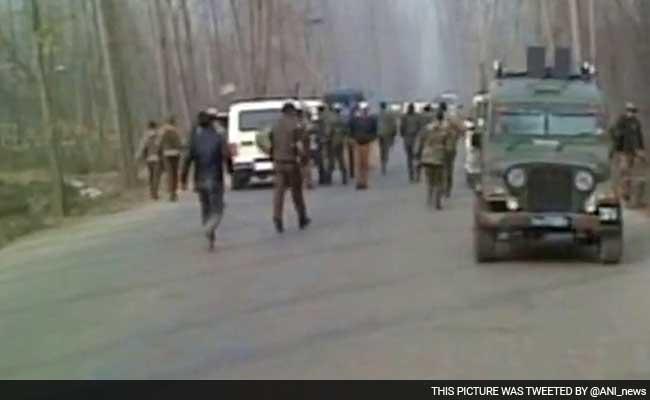 जम्मू-कश्मीर में कथित सैन्य कर्मियों की गोलीबारी में तीन लोग घायल