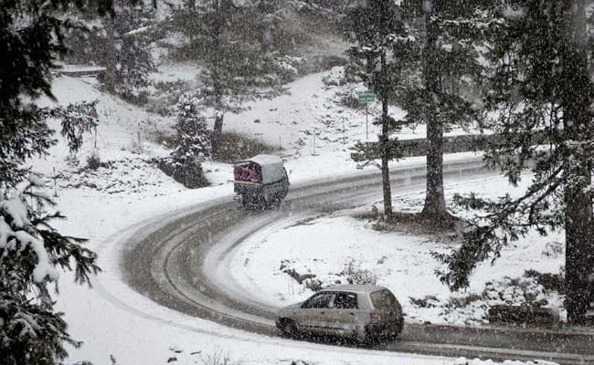 Night Temperatures Drop In Jammu And Kashmir, Gulmarg Coldest At -11.2 Degree Celsius