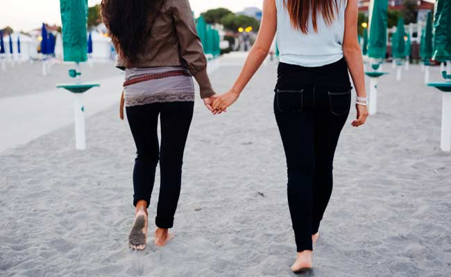 US Women 3 Times More Likely To Say They're Bisexual: Survey