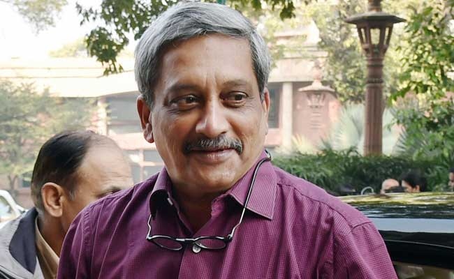 Manohar Parrikar Meets Kin Of Soldiers Killed In Pathankot Attack