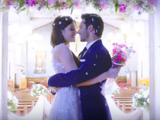 Kriti Sanon is Varun Dhawan's Much-in-Love Premika in This Dilwale Song