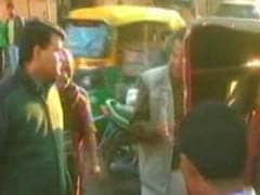 आगरा : दादागिरी में अफसर ने की रिक्शा चालक की पिटाई..वजह जानकर हैरान हो जाएंगे