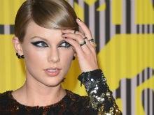 Taylor Swift Tries to Trademark Phrases '1989', 'Swiftmas'