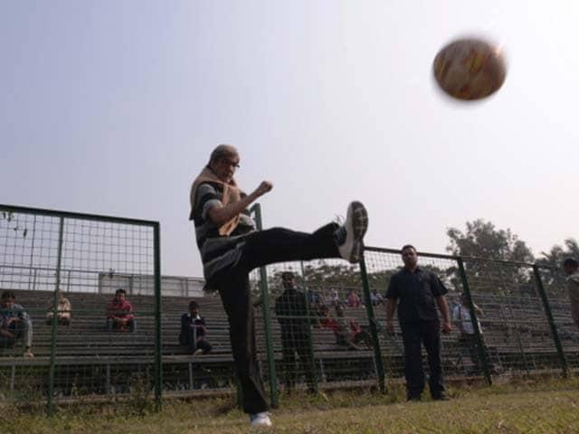 Amitabh Bachchan Films Te3n in Kolkata, Plays Football With Children
