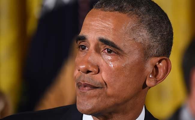 अमेरिका में बंदूकों पर लगाम की गुहार लगाते हुए रो पड़े बराक ओबामा