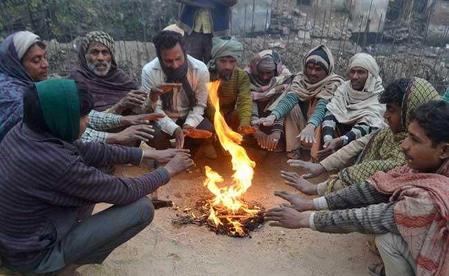 कड़ाके की ठंड की चपेट में उत्तर भारत, कोहरे से दिल्ली हवाई अड्डे पर उड़ानें बाधित