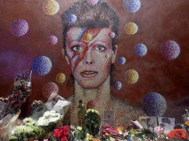 David Bowie, Always and Forever. Here Are Some Beautiful Tweets About Him