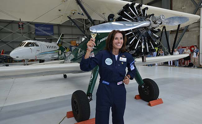 Female Pilot Lands In Sydney After Epic Journey From Britain In 1942 Aircraft