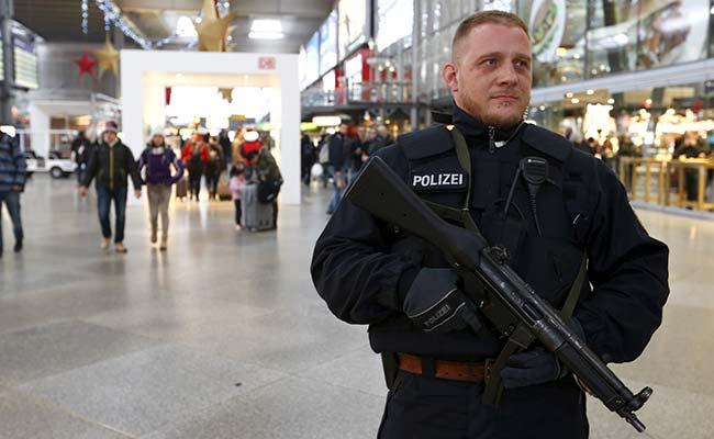 Police Seal Off Berlin School, Suspecting 'Dangerous Situation'