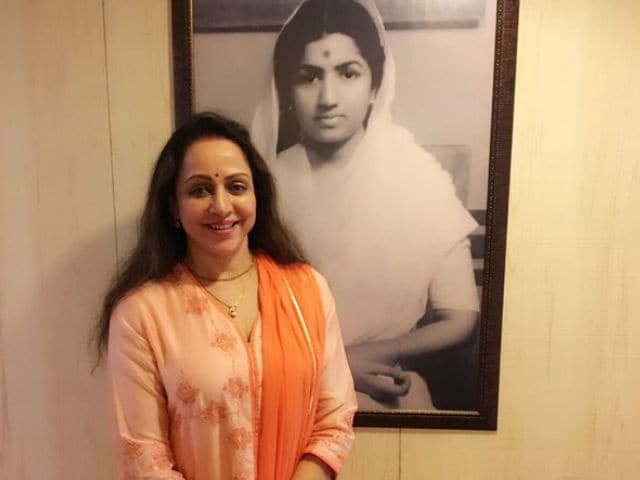 Hema Malini to Release Bhajan Album, Says 'Discovering a New Me'