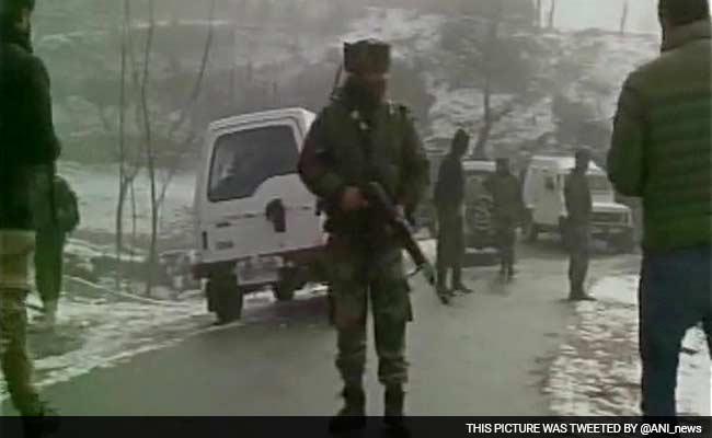 जम्मू-कश्मीर के कुपवाड़ा में सुरक्षा बलों के साथ मुठभेड़ में तीन आतंकी ढेर